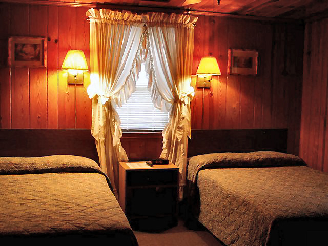 2 Bedroom Cabin: Two Double Beds room #1